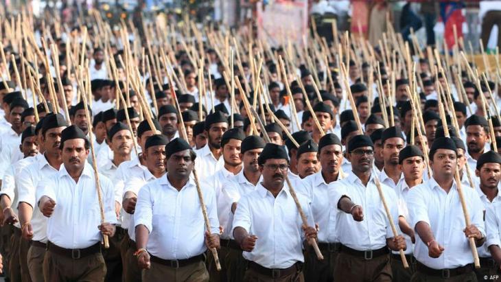 """Mitglieder der """"Rashtriya Swayamsevak Sangh"""" (RSS) bei einer Veranstaltung in Hyderabad am 25. Dezember 2019; Foto: STR/AFP"""