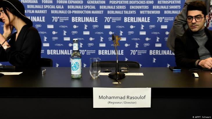 Der leere Platz des Regisseurs auf der Berlinale 2020; Quelle: AFP