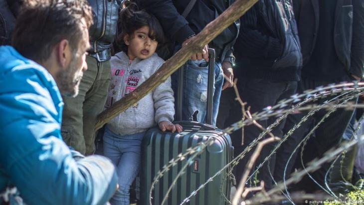 Unter den Flüchtlingen an der türkisch-griechischen Grenze sind auch viele Kinder; Foto: dpa/picture-alliance