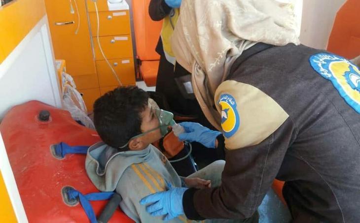 Mitglied der Weißhelme leistet medizinische Hilfe für Zivilisten; Foto: Syria Civil Defence