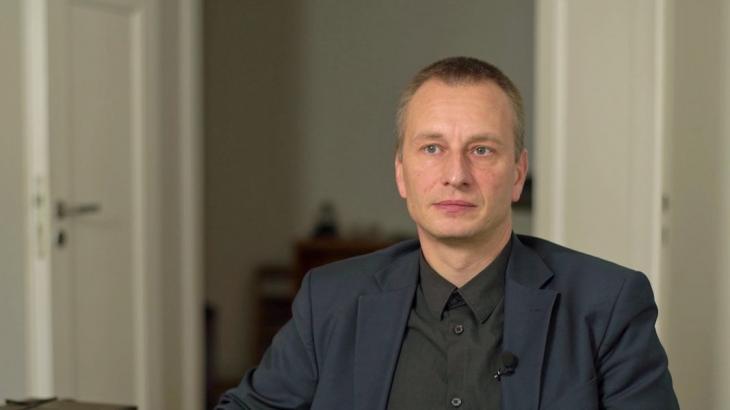 Tom Kirschey, Naturschutzbund Deutschland (NABU); Quelle: ARD/Panorama