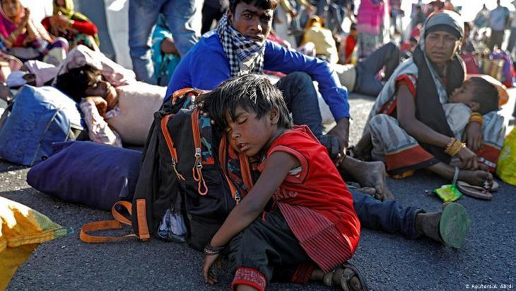 Indien und das Coronavirus: Wanderarbeiter flüchten in ihre Heimatdörfer; Foto: Reuters