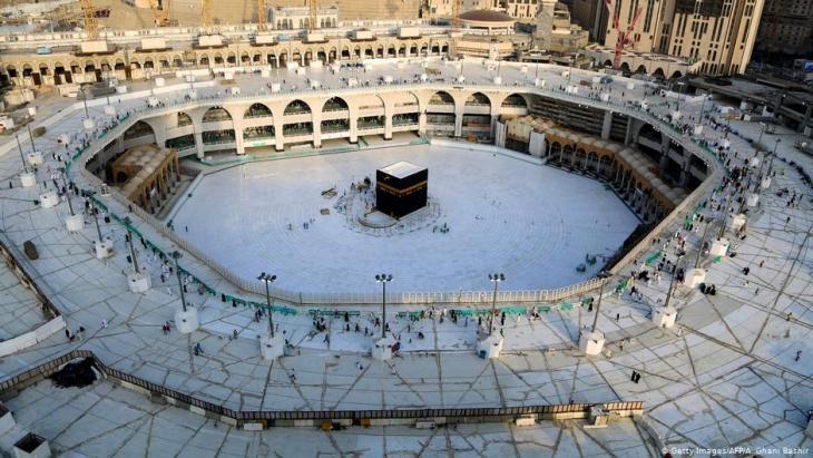 Große Moschee mit der Kaaba in Mekka fast menschenleer seit Beginn der Corona-Krise; Foto: Getty Images/AFP