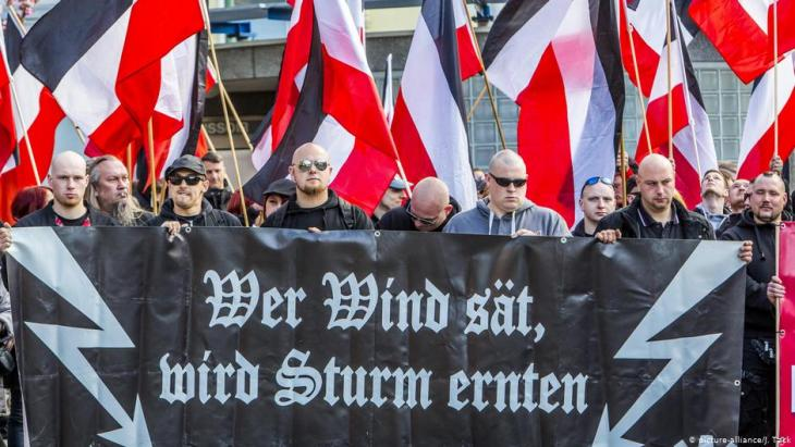 Rechtsextremisten aus Ostdeutschland; Foto: picture-alliance