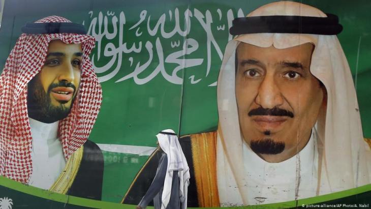 Konfliktakteure im Jemen: der saudische König Salman (re.) und sein Sohn, Kronprinz Mohammed (li.), hier auf einem Plakat; Foto: picture-alliance/AP