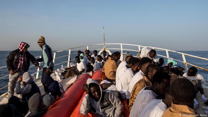 Flüchtlinge auf Schiff im Mittelmeer; Foto: Getty Images/D.Ramos