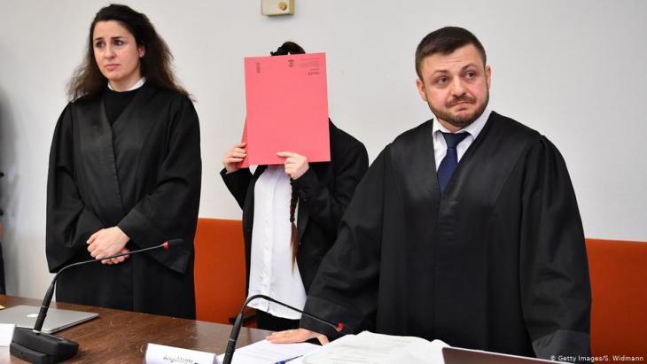 Deutschland München | Prozess Jennifer W., IS-Rückkehrerin; Foto: Getty Images/S. Widmann