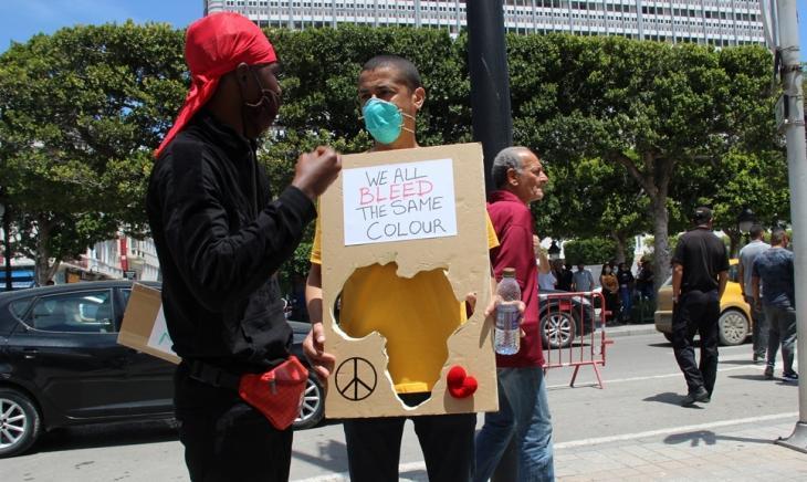 Protestierende bei einer Demonstration gegen Rassismus am 06.06.2020 in Tunis; Foto: Alessandra Bajec