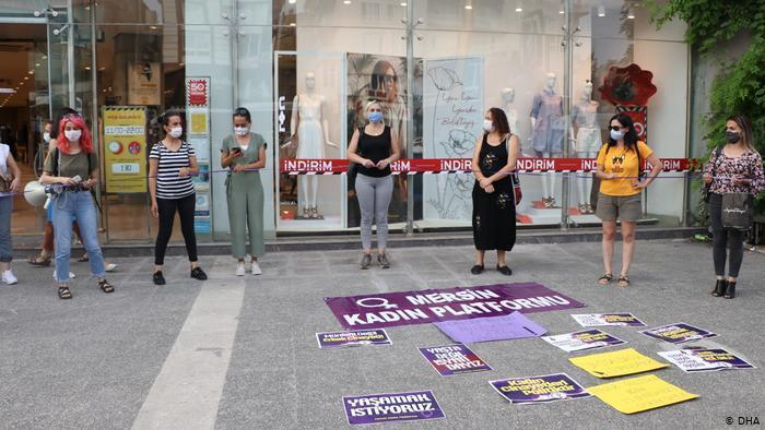 Frauenrechtsorganisationen organisieren Protest auf der Straße, sie fürchten weitere Rückschritte beim Schutz von Frauen vor Gewalt; Foto: DHA