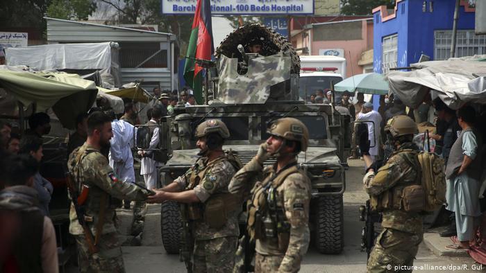 Afghanische Sicherheitskräfte nach einem Angriff auf ein Krankenhaus in Kabul; Foto: picture-alliance/dpa/R. Gul
