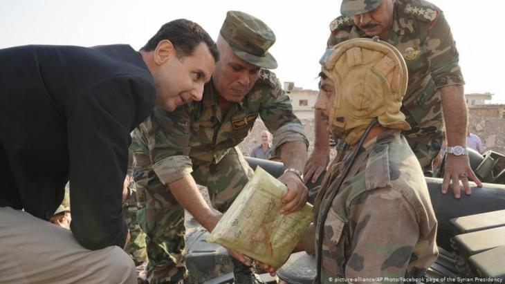 Syrien Habeet, Provinz Idlib   Präsident Baschar al-Assad (picture-alliance/AP Photo/Facebook page of the Syrian Presidency)