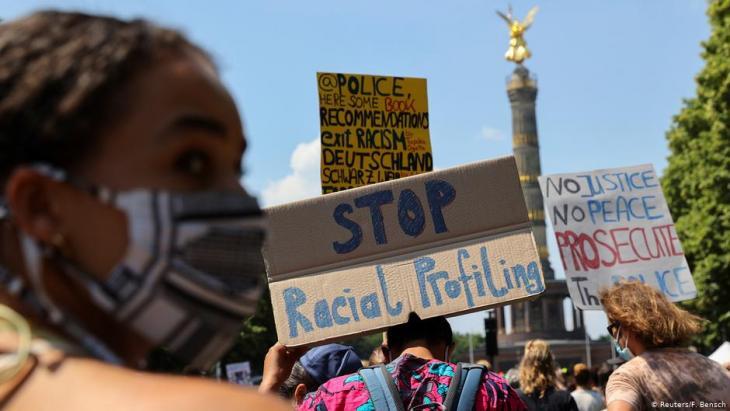 Black Lives Matter-Demo am 27.06.2020 vor der Siegssäule in Berlin; Foto: Reuters/Fabrizio Bensch