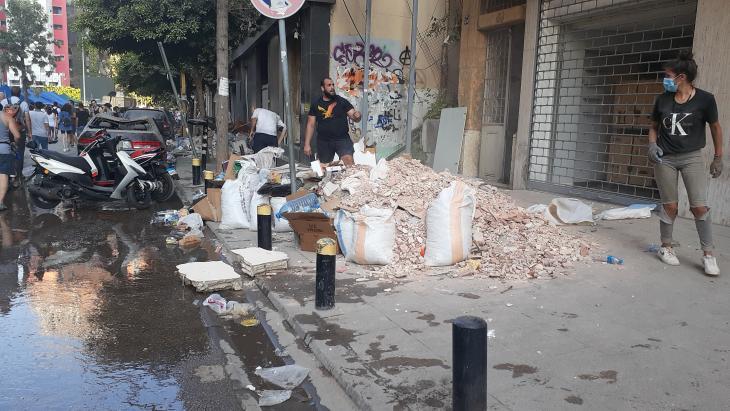Aufräumarbeiten in historischem Gebäude in Gemmayze; Foto: Julia Neumann