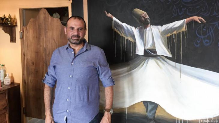 Samer Serawan in seinem Berliner Restaurant; Foto: DW/B.Knight