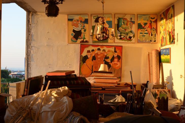 Blick in die fensterlosen Räume der Wohnung von Familie Al-Khodr in Beirut; Foto: Julia Neumann