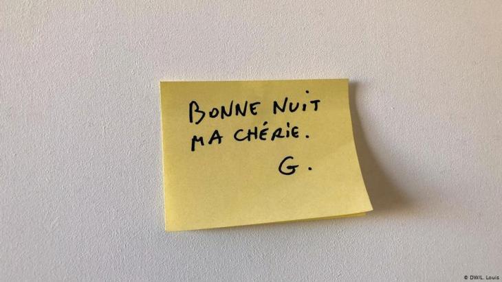"""Georges Wolinskis Post-It für seine Frau Maryse: """"Gute Nacht, meine Liebste""""; Foto: DW/L. Louis"""