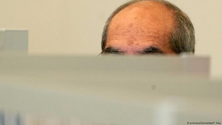 Der Angeklagte Anwar R. im Koblenzer Gerichtssaal; Foto: dpa/picture-alliance