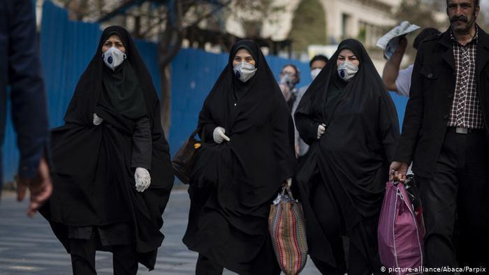 Iranerinnen und Iraner in der Hauptstadt Teheran; Foto: picture-alliance/abaca