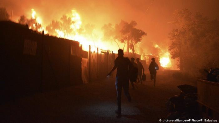 Brennendes Flüchtlingscamp Moria auf Lesbos; Foto: picture-alliance/AP/P.Balaskas