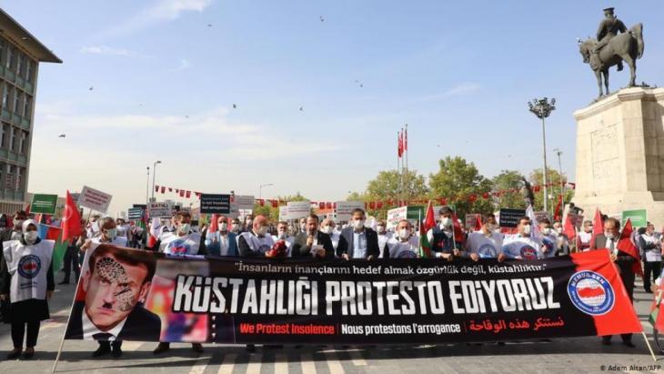 Anti-französische Proteste in Ankara nach der Wiederveröffentlichung der Mohammed-Karikaturen (. Foto: Adem Altan/AFP)