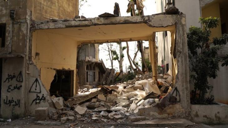 Zerstörte Häuser im Viertel am Hafen in Beirut. Foto: Andrea Backhaus