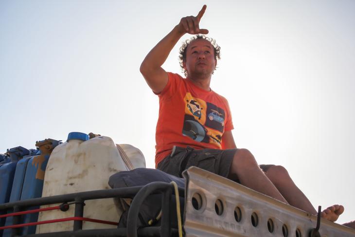 """Der Menschenrechtsaktivist und Direktor der Menschenrechtsorganisation """"Egyptian Initiative for Personal Rights"""" (EIPR)  in Ägypten Gasser Abdel Razek bei einem der Ausflüge in die Wüste. (Foto: privat)"""