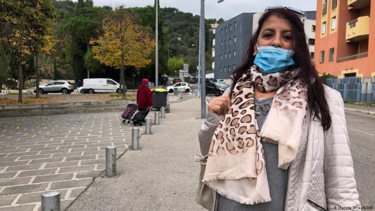 Nedjma Benabed aus L'Ariane sagt, jeder solle so leben, wie er es für richtig halte und die Religion des anderen respektieren. Foto: DW/Marina Strauß