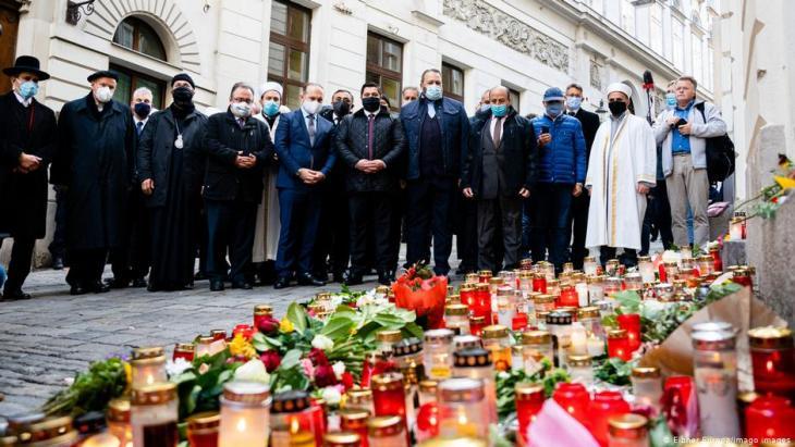 Trauernde gedenken der Opfer des Anschlags vom 2.11.2020 in Wien. Foto: Eibner Europa/Imago Images