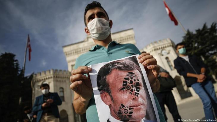 Türkei Istanbul | Proteste gegen Frankreich; Foto: Emrah Gurel/AP/picture alliance