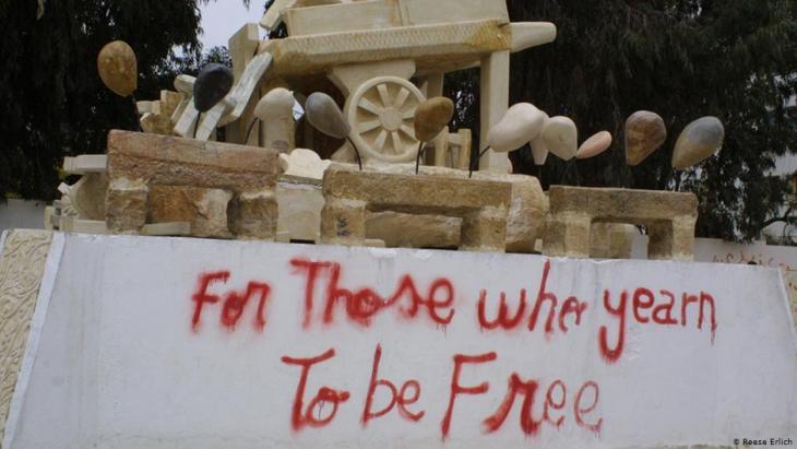 Denkmal für den jungen Gemüsehändler Mohammed Bouzizi in Sidi Bouzid. Foto: Reese Erlich