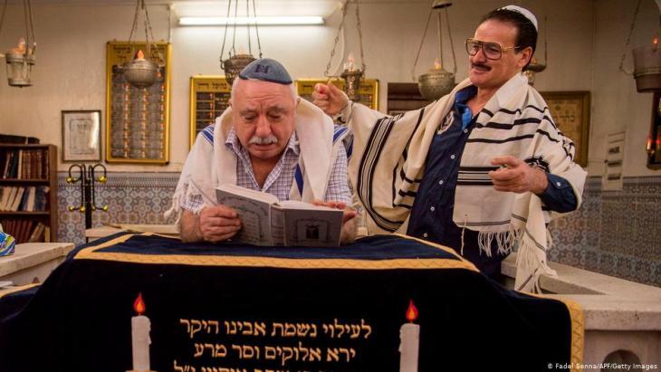 Vertraute Bande: israelisch-marokkanische Zeremonie in der Synagoge von Marrakesch. (Foto: FadeL/ Senna/ AFP/Getty Images)