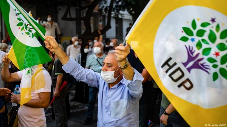 Symbolbild Pro-kurdische Partei HDP; Foto: Yasin Akgul/AFP