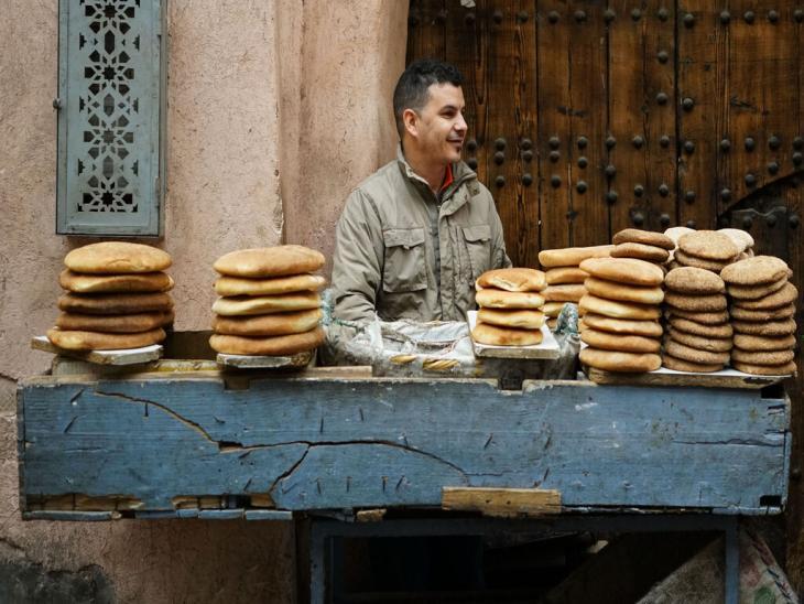Verkäufer von Brot im Basar von Marrakesch; Foto: Marian Brehmer