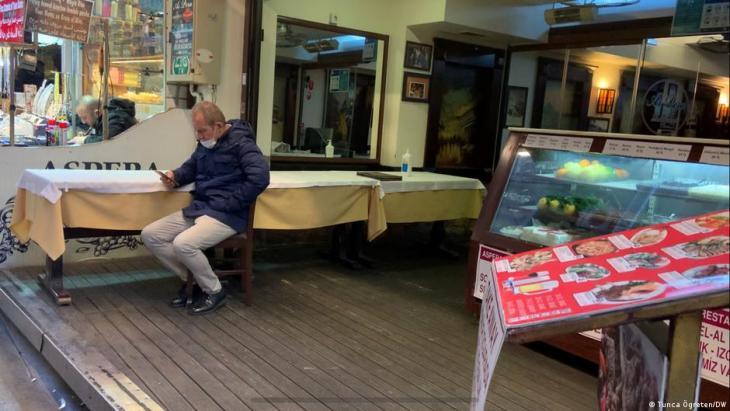 Die Tavernen-Kultur wird sterben, sagt Betreiber Karakoc. (Foto: Tunca Ögreten/DW)