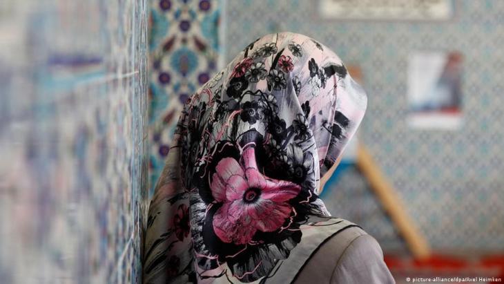 Frau mit Hijab; Foto: picture-alliance/dpa/Axel Heimken