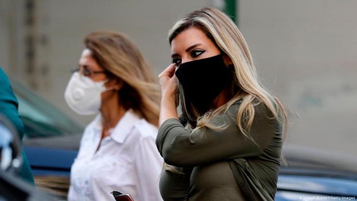 Libanesische Frauen tragen Masken in der Hauptstadt Beirut. Foto: Joseph Eid/AFP/Getty Images