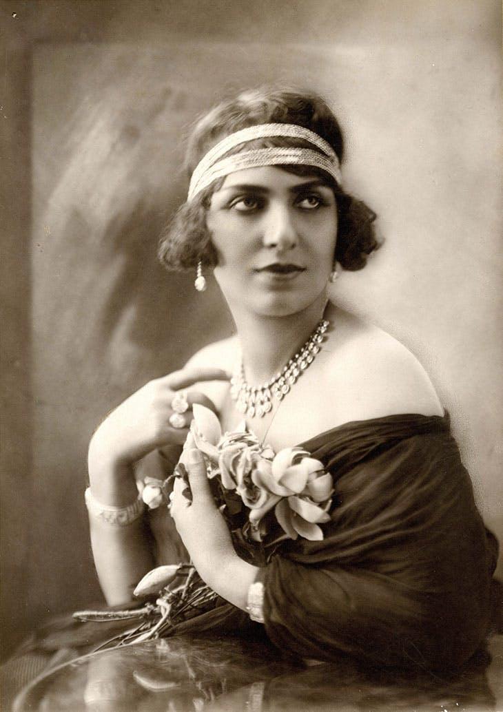 Die ägyptische Sängerin und Schauspielerin Mounira al-Mahdiyya (1885–1965),in den 1920er Jahren
