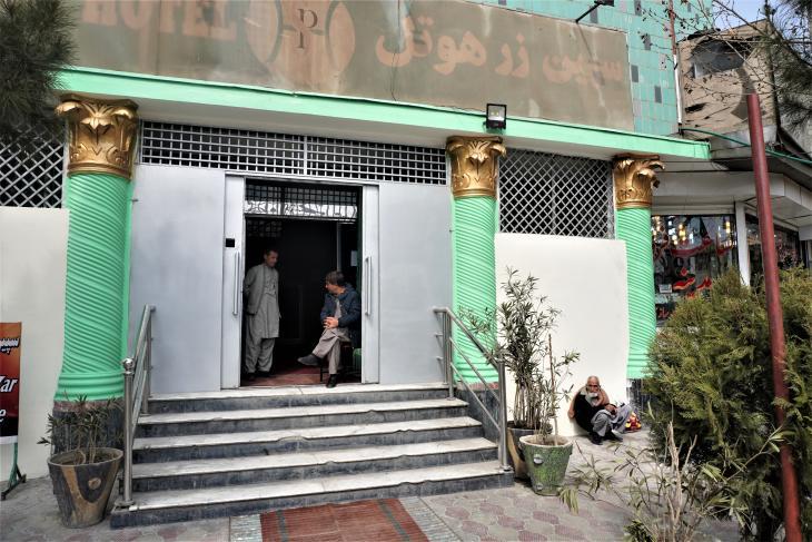 Lobby des Hotel Spinzar in der Innenstadt von Kabul; Foto: Emran Feroz