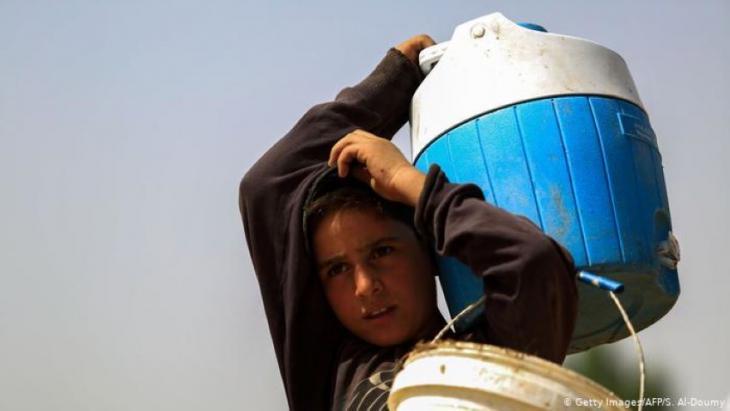 Viele Regionen in Syrien haben keinen Zugang zu fließendem Wasser, und im Nordosten ist die Verteilung aufgrund von politischen Zuständigkeitskonflikten noch schwieriger. Foto: Getty Images/AFP