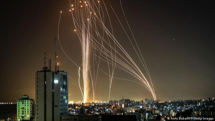 Raketen über Tel Aviv; Foto: AnAs Baba/AFP/Getty Images