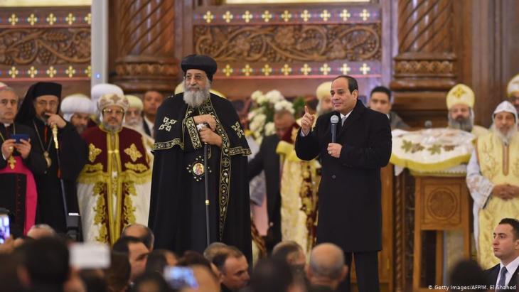 Der ägyptische Präsident Abdul Fattah al-Sisi (rechts) und Kopten-Papst Tawadros II. bei der feierlichen Einweihung der Kathedrale der Geburt Christi in der Neuen Verwaltungshauptstadt Ägyptens (Foto: Getty Images/AFP/M. El-Shahed)