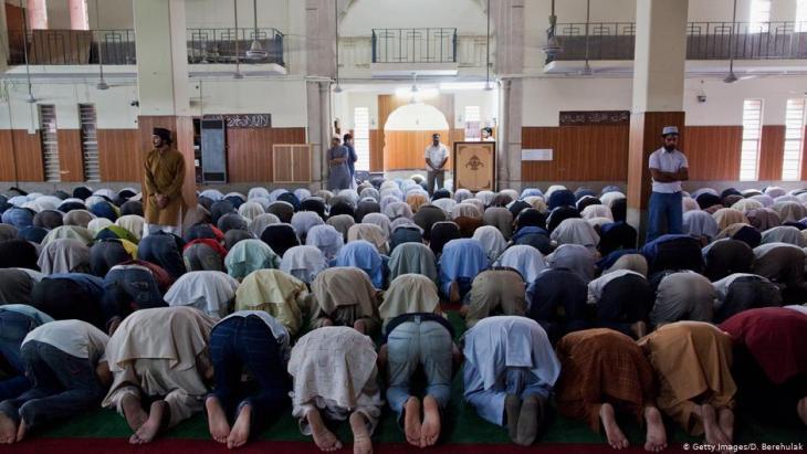 Mitglieder der Ahmadiyya-Gemeinde beim Gebet in Lahore, Pakistan. (Foto: Getty Images)