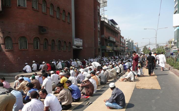 Moschee in der Mirpur Road in Dhaka. Foto: Dominik Muller