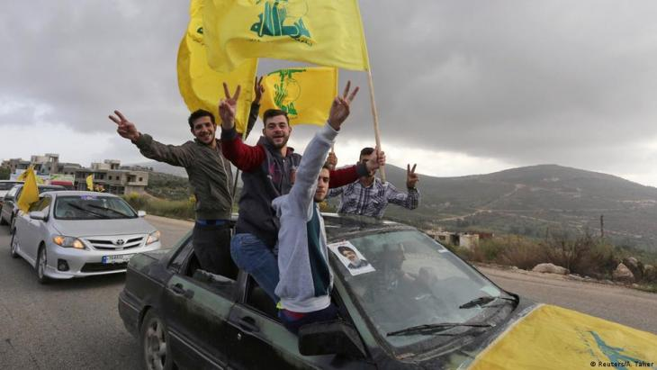 Jubelnde Anhänger der Hisbollah; Foto: reuters/A.Taher