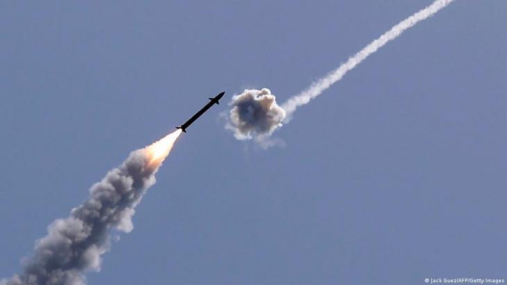 Israels Luftabwehrsystem Iron Dome fängt eine Rakete ab, die vom Gaza-Streifen aus abgeschossen wurde; Foto: Jack Guez/AFP/Getty Images