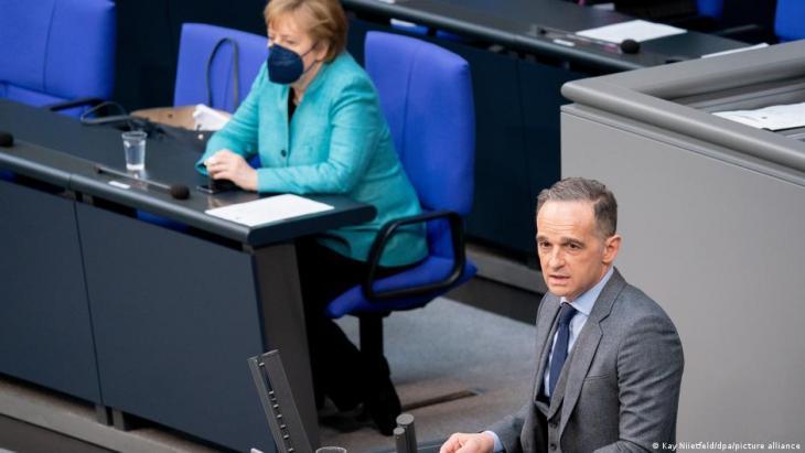 Maas in der aktuellen Stunde des Bundestags; Foto: Kay Niietfeld/dpa/picture-alliance
