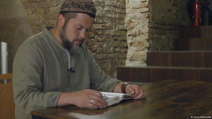 Deutschland/Neues Islamkolleg/Imam Ender Cetin; Foto: Tessa Walter/DW