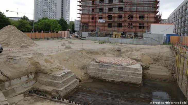 Blick auf die Baustelle des House of One mit den historischen Resten der Petrikirche. Foto: Frank Senftleben/epd-bild