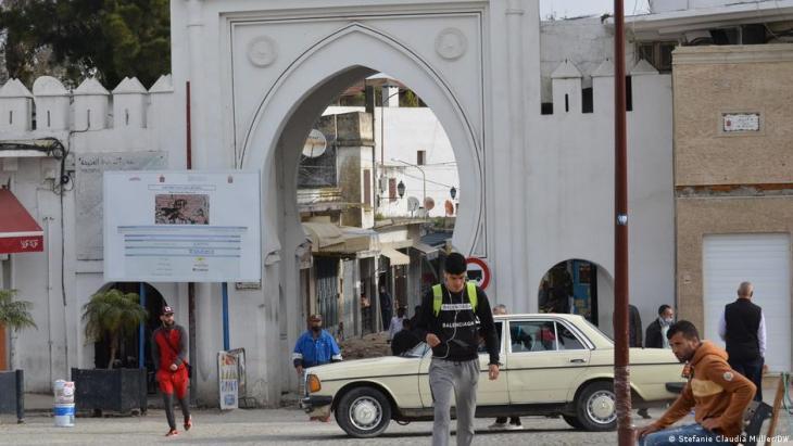 Eingang der Altstadt (Medina) von Tanger; Foto: Stefanie Claudia Müller/DW