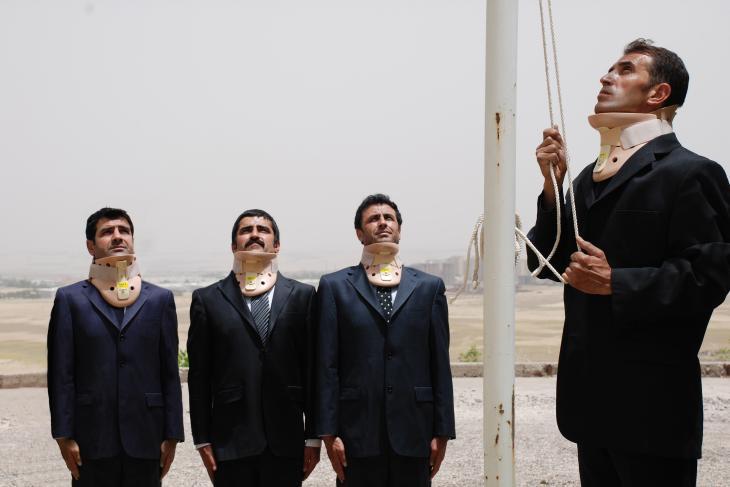 """Şener Özmens Foto """"Die Flagge""""; mit freundlicher Genehmigung des Künstlers und der Pilevneli Gallery Istanbul"""